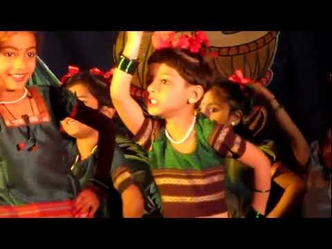 Navachi Gojiri Marathi Song - Children Performing in Group Dance...