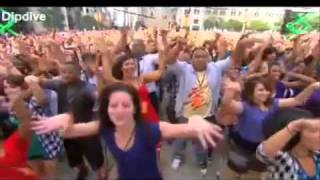 Black Eyed Peas I got a feeling on Oprah Chicago Flashmob