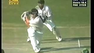 Adam Gilchrist 103 vs Pakistan 1998