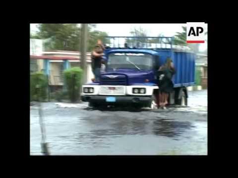 Havana residents begin clear up; Batabano still sufferring floods