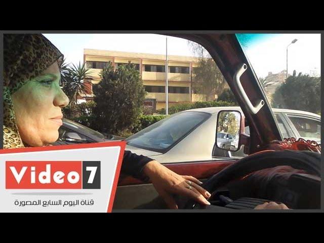 """بالفيديو..""""أم ياسمين"""" أشهر سائقة ميكروباص بالجيزة:""""عايزه أساعد جوزى..وعيالى فخورين بيا"""""""