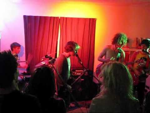 Novella Beggars Live @ The Vibe (Kids Bite Their Nails)