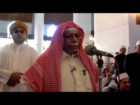 Masjid-Al-Haram Muadhin Shiekh Ali Ahmed Mulla ..Performs Adhan...