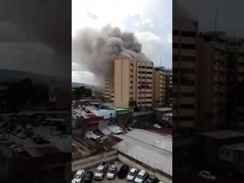 Edifico Edificio en llamas en el Salvador