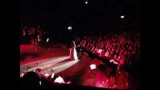 download lagu 'awaaz De Kahan Hay' - Shreya Ghoshal Live In gratis