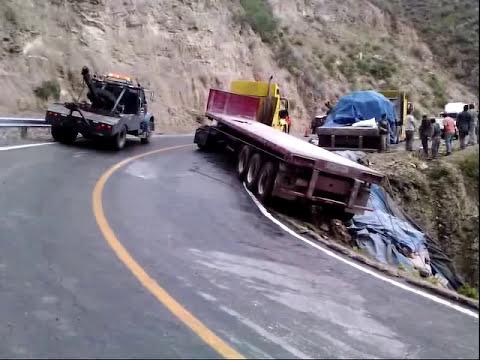 cadereyta de montes qro, gruas nancyTrailer de cemento carr 120 km 109