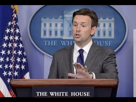 Josh Earnest Struggles to Answer if Iraqi 'Genocide' is of U.S. Interest