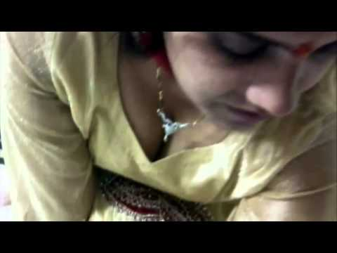 Mallu Aunty Exposing Photos With Exposed Titts video