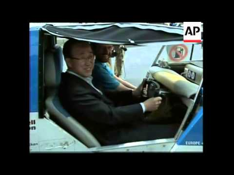 UN Sec Gen Ban Ki Moon commutes to work by solar taxi