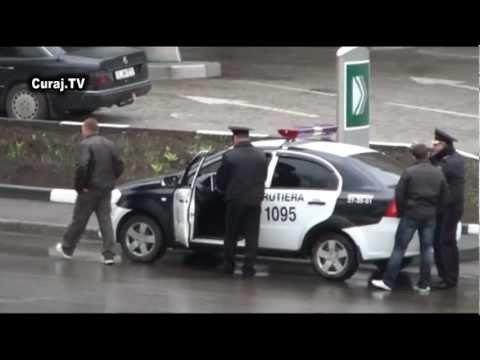 Poliţia rutieră opreşte maşini cu numere străine
