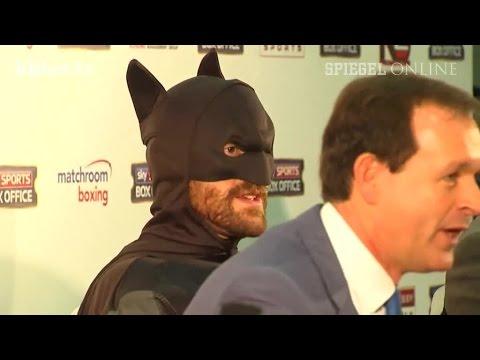 Batman stürmt Klitschko-PK: Die Show des Tyson Fury