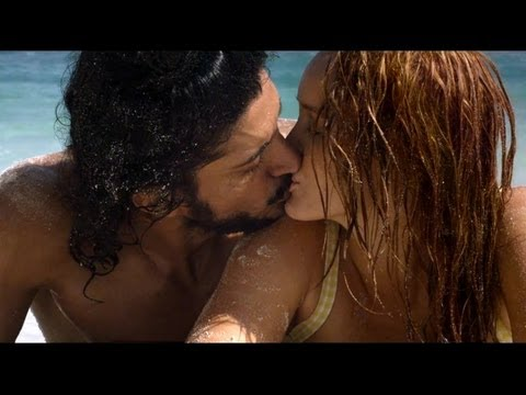 Farhan Akhtar's HOT KISS in Bhaag Milkha Bhaag - Bollywood Movie News