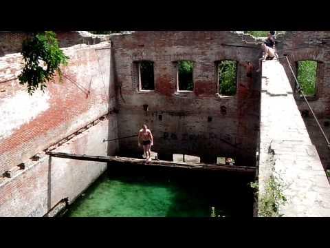 Смертельный прыжок в развалинах дома. Ростов-на-До