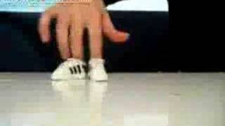 finger breakdance