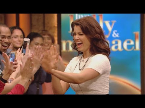 'Scandal' Star Bellamy Young Says 'Live!' Set Was 'Tense' for Kelly Ripa's Return