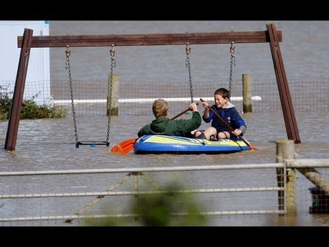 Major SNOW & FLOOD: hit  BRITAIN... Month RAINFALL in 24 HOURS! May 15, 2013.
