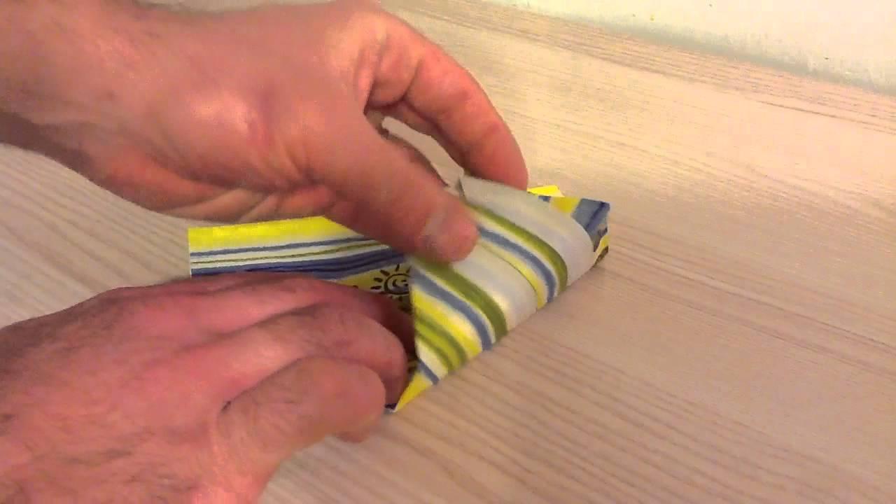 Plier une serviette en sapin de no l pliage arbre - Sapin en serviette en papier ...