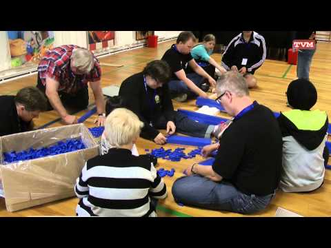 Building the world s longest Lego train track