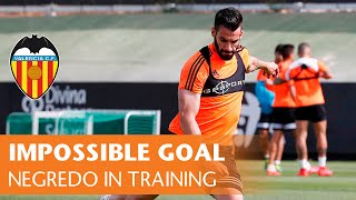 Negredo's impossible goal before Valencia CF-Real Madrid match