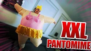 XXL PANTOMIME! - Andre vs. Regina