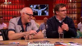René van der Gijp en Willem van Hanegem discussie over het balletje (Voetbal International)