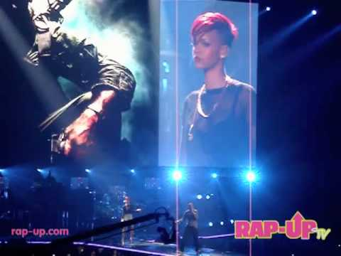 Eminem x Rihanna Perform Live in Los Angeles! Video