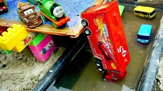 Tayo The Little Bus & Disney Cars 3 | Lightning McQueen Fall Into River | Toys For Kids