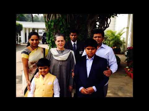 Telanagana CM KCR meeting Sonia Gandhi with her family