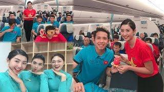 Đây là mỹ nhân Việt may mắn khi có mặt trên chuyến bay cùng dàn soái ca tuyển VN bay từ Malaysia về