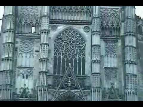 Exploring the stunning Gothic architecture ofthe Chartres Cathedral, UNESCO site in Chartres, France