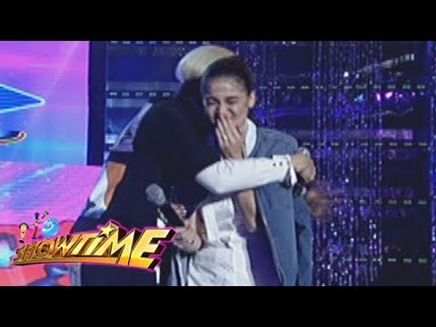 It's Showtime Miss Q & A: Vice hugs Anne after an unexpected circumstance