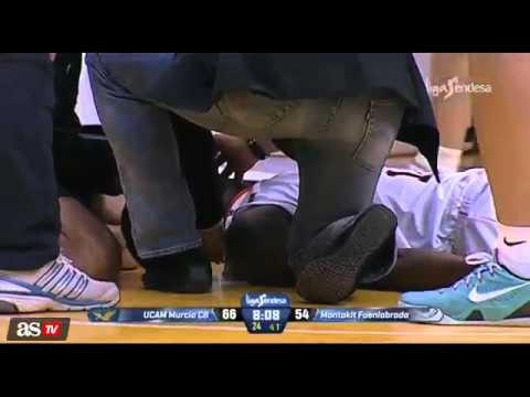 فيديو.. لاعب سلة يتعرض للإغماء على أرضية الملعب