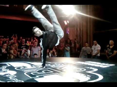 Bboy Alex & Bboy China Red Bull BC One Cypher Romania 2012.3gp