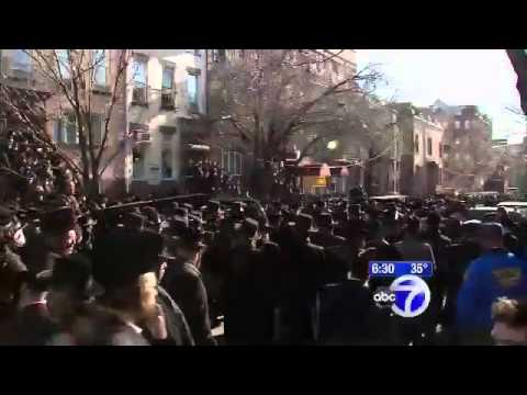 Thousands Mourn In Williamsburg For Parents Killed In Car Crash