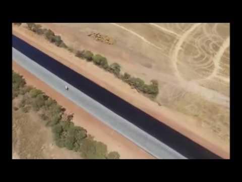 Автодор курить в сторонке, как укладывают дороги в Австралии