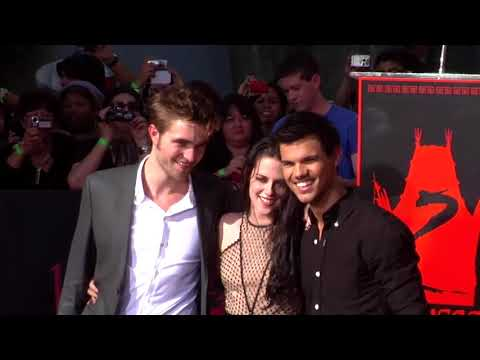 Breaking Dawn Handprint Ceremony - Robert Pattinson, Kristen Stewart, Taylor Lautner (2011)