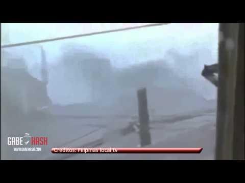 TIFON HAIYAN EL MAS FUERTE REGISTRADO EN TOCAR TIERRA 8 DE NOVIEMBRE 2013 (RECOPILACIÓN DE VÍDEOS)