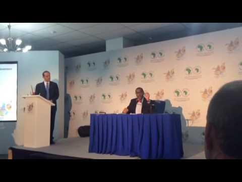 Akinwimi Adesina face à la presse