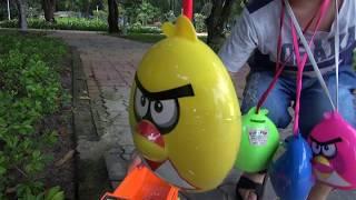 Bé Đức săn tìm trứng Angry Bird bằng xe ô tô chở cát