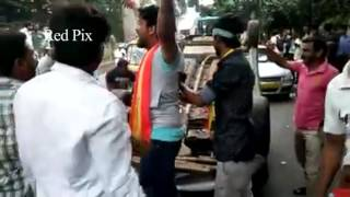 Cauvery Issue - Violent Attack On Tamil Nadu Vehicles @ Bangalore - Must Watch