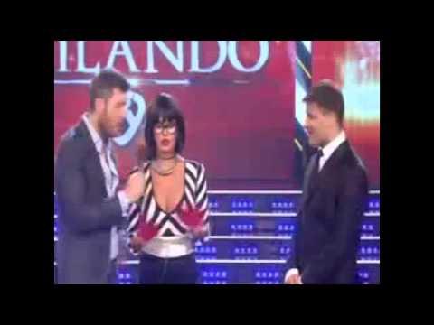 Karina Jelinek - Los Belgicanos (Video completo del tremendo de error de la modelo) Showmatch 2014