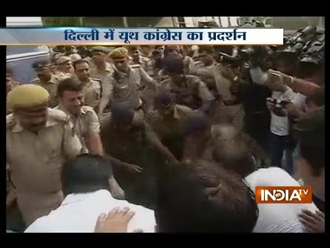 VVIP Chopper Scam: Youth Congress support Sonia Gandhi & protests against BJP in Delhi