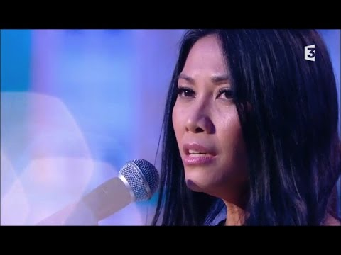Anggun performing Une île by Serge Lama