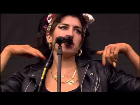 Amy Winehouse 2008-07-13-T in the park