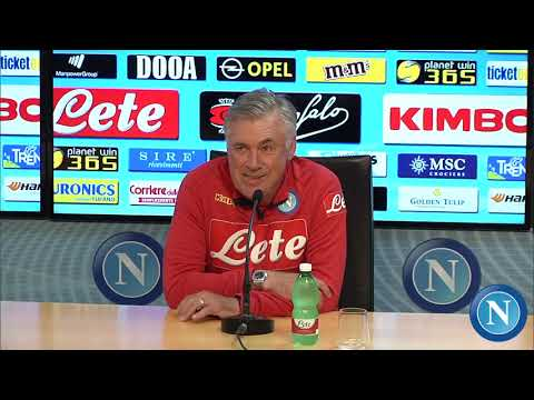 conferenza stampa alla vigilia di Napoli - Fiorentina, dal canale ufficiale della SSC Napoli.