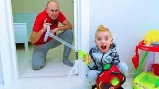 ТиШа запылесосил ПАПУ. BABY helps Mommy! Vacuumed DADY.