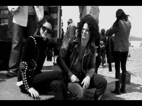 The Dead Weather- 60 Feet Tal