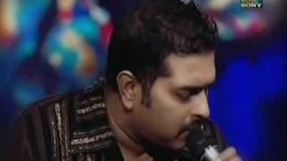 download lagu Shankar Mahadevan Singing Bol Na Halke Halke Live gratis