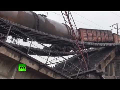 RAW: Train suspended over motorway as bridge blown up in E. Ukraine