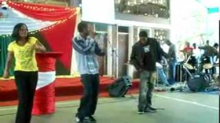 Leonard Mapfumo - 2 Chete feat Trevor & Rutendo (live performance)